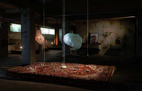 « MURMURATIONS » View of the show « Explosition » video mapping on a suspended resin solid, carpets, cristals, wool. Galleria Continua Les Moulins, Boissy le chatel, 2016